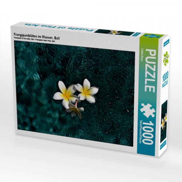 Puzzle Frangipaniblüten im Wasser Bali