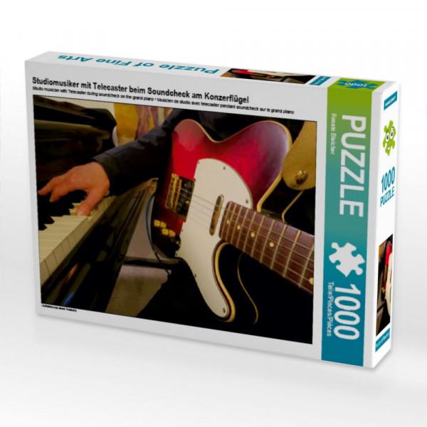 Puzzle Studiomusiker mit Gitarre beim Soundcheck am Konzerflügel